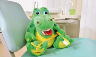 Zahnarzt Germering - Ronny Kauley - Praxisimpressionen - Stofftier