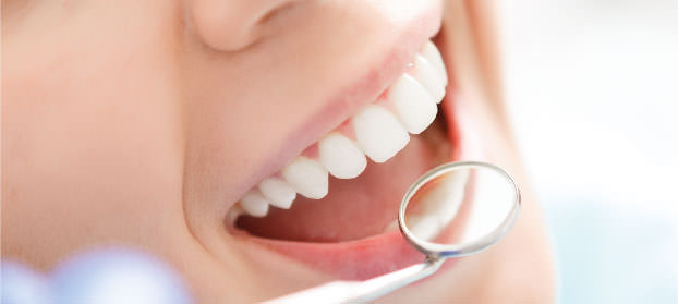 Zahnarzt Germering - Ronny Kauley - Parodontologie - Lächeln